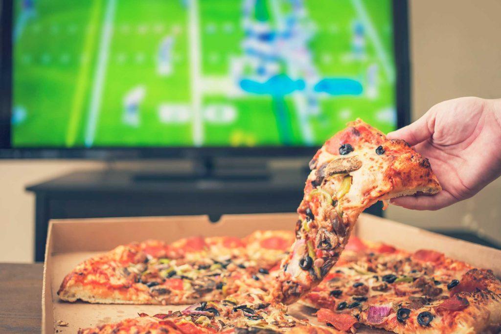 Comer distraído pode fazer com que você consuma mais calorias e ganhe peso.