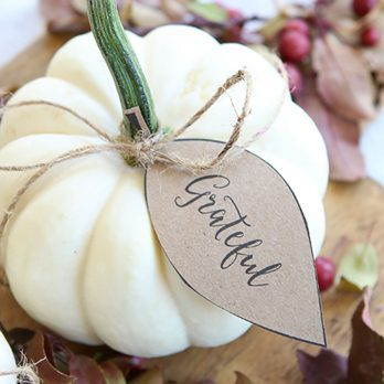 26 Thanksgiving Place Cards You'll Want on Your Table