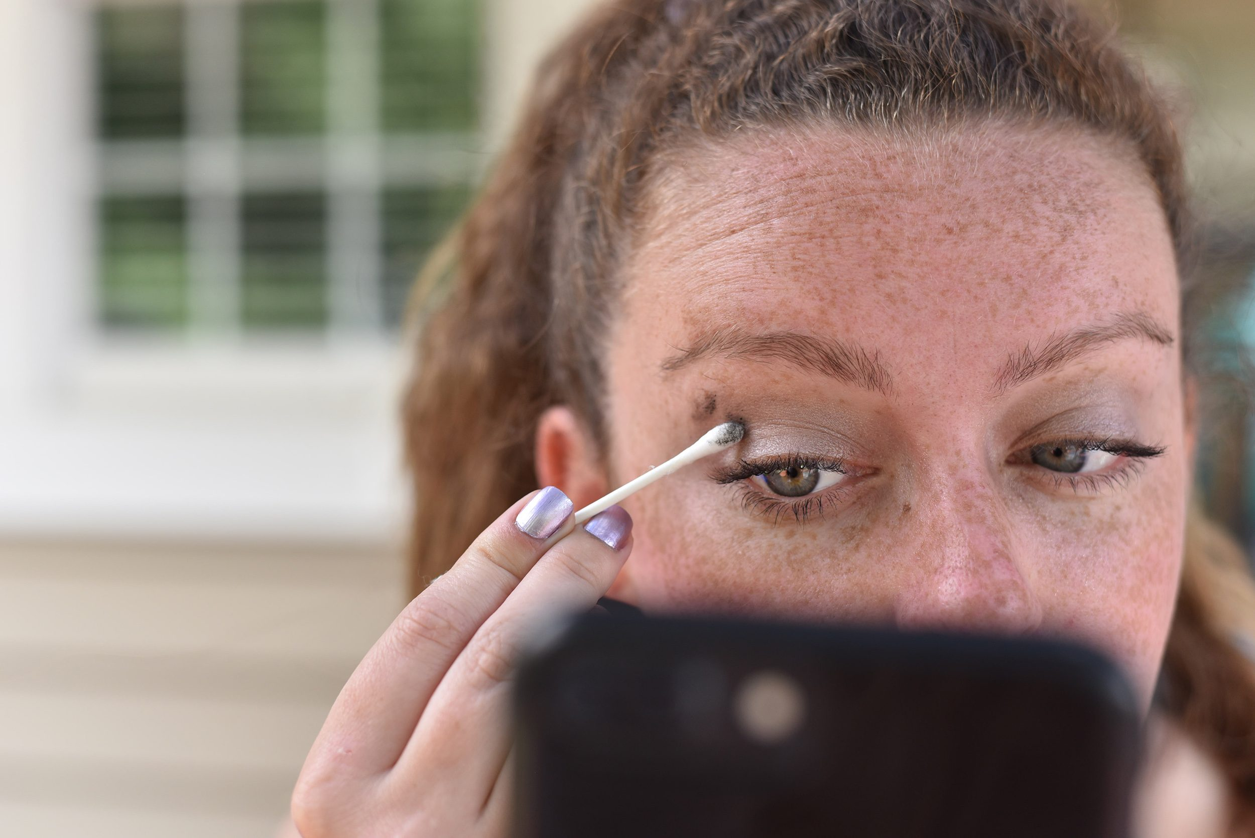 q-tip cotton swab makeup eyeshadow