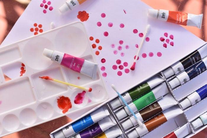 teaching kids to paint q tips