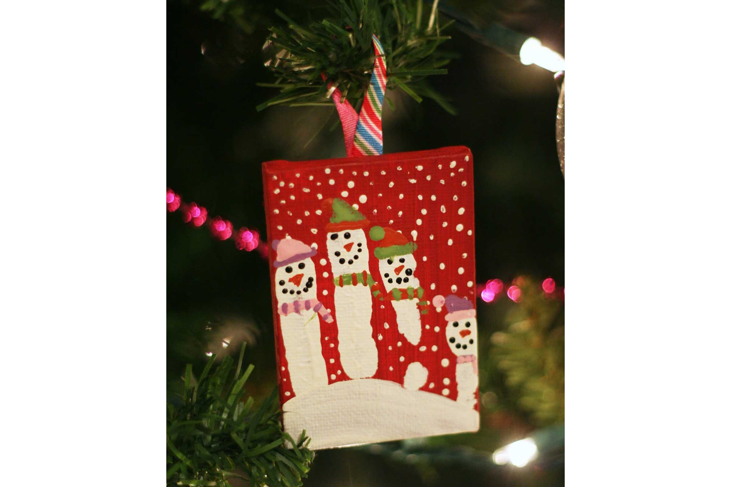 courtesy eighteen25 - Christmas Decoration Crafts