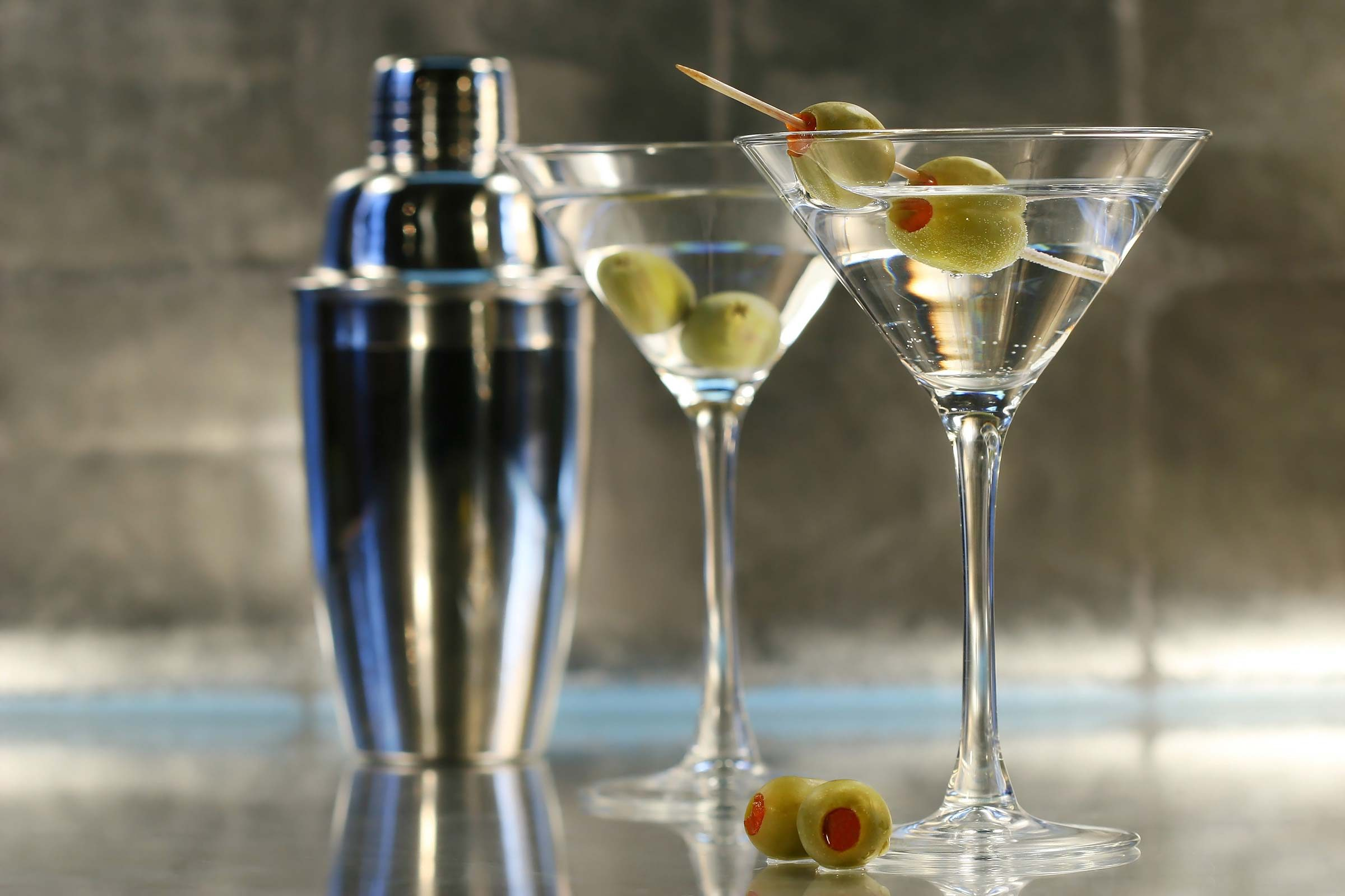 Classic Gin Martini Drinkers Are Mysterious