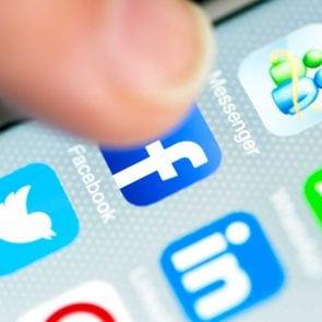 social_media_mistakes_ruin_reationships_not_notice