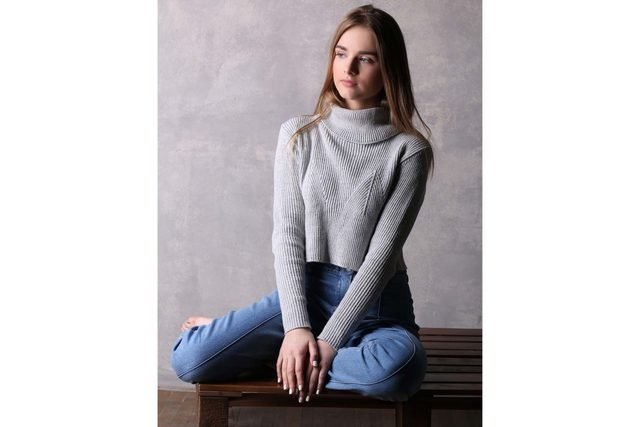 07-stylish-ways-turtleneck-winter