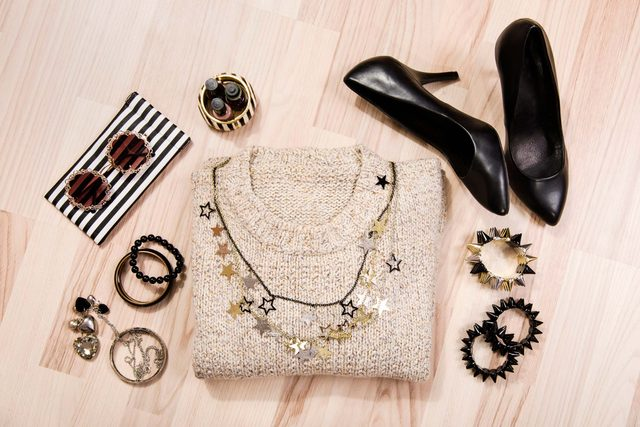 08-sweater-subtle-ways-sparkle-new-years-outfit
