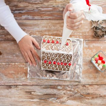 12 Tricks for a Picture-Perfect Gingerbread House