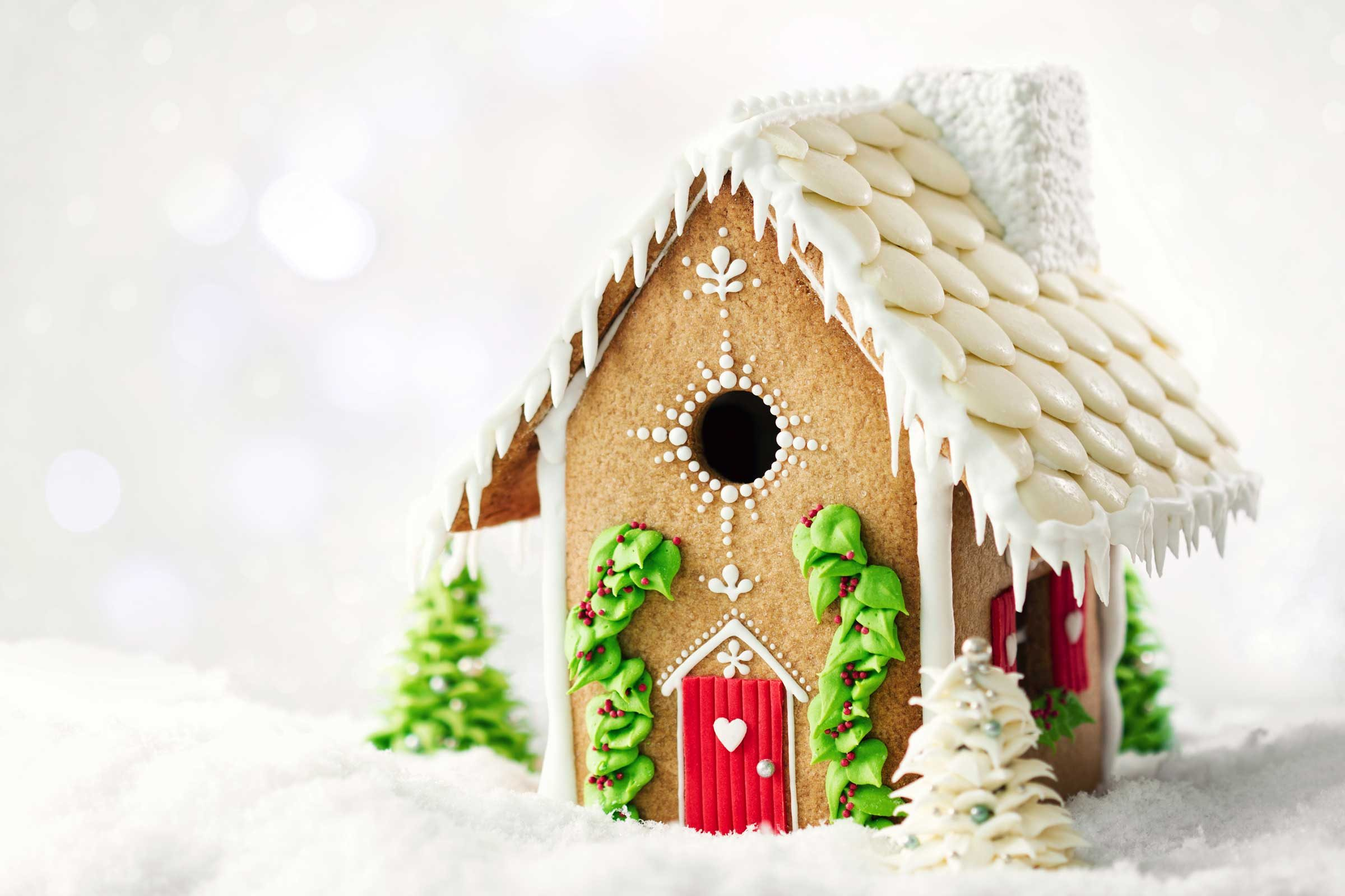 Gingerbread House Ideas And Decorating Tips Readers Digest - Christmas gingerbread house