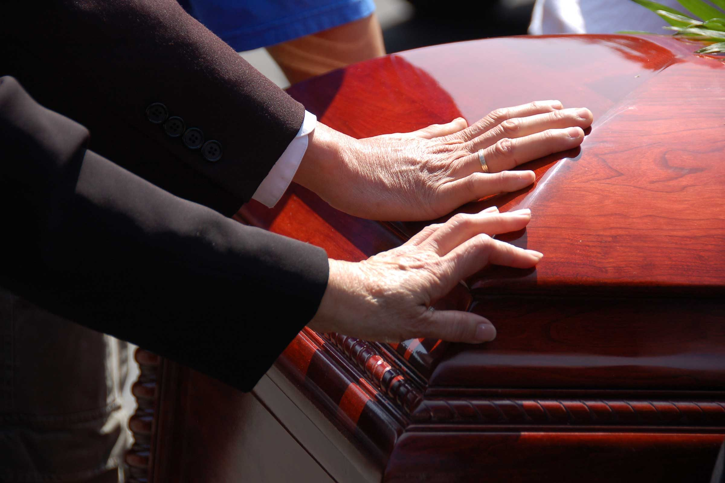 Funeral etiquette tips everyone should know readers digest dont feel obligated to attend the burial izmirmasajfo