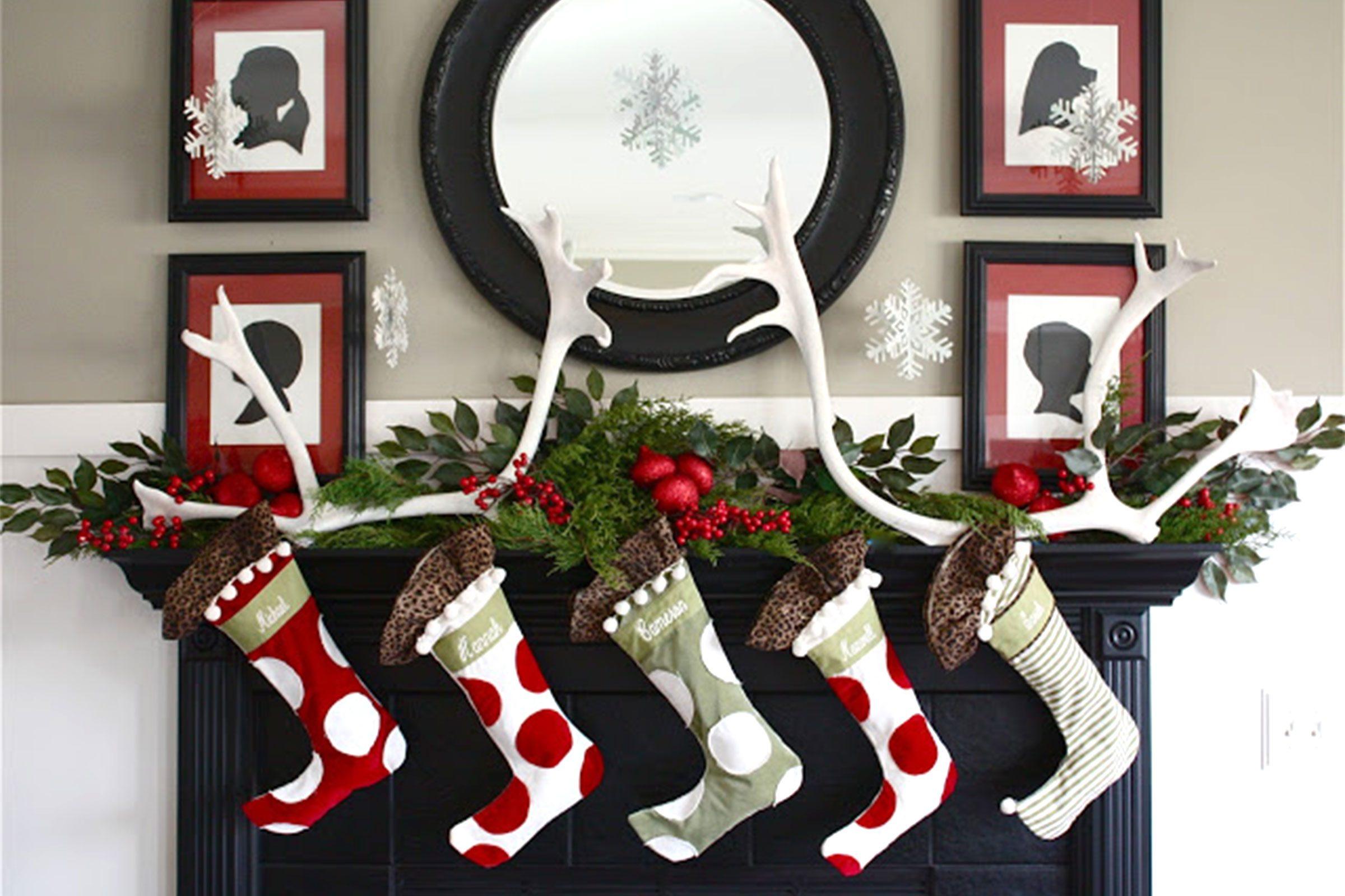 Christmas Mantel.Christmas Mantel Decorating Ideas Reader S Digest