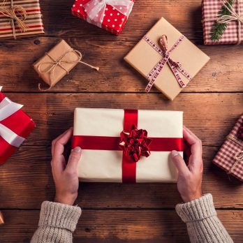 40 Savvy Tips to Save Money on Christmas Shopping
