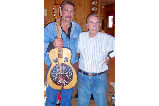 this-father-gave-his-family-handmade-guitars-for-christmas-1