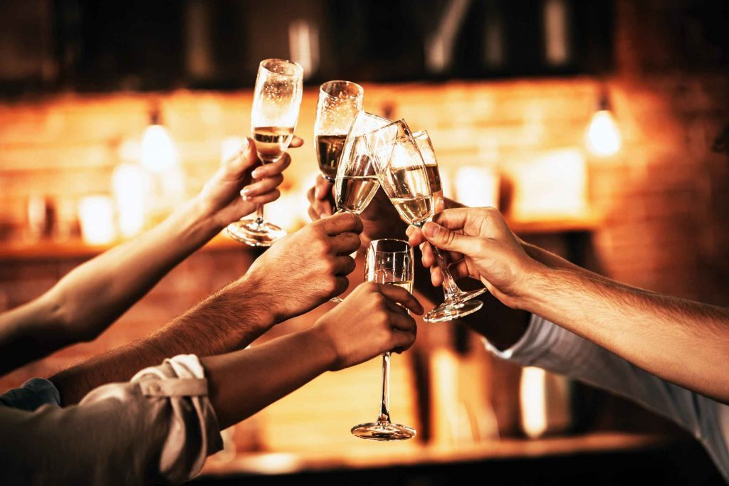 toasting etiquette tips for new year s eve reader s digest