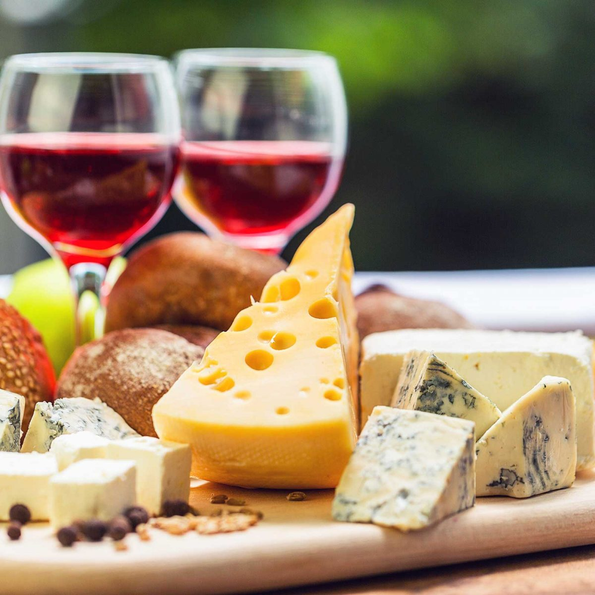 Wine And Cheese Party Pairings And Tips Readers Digest