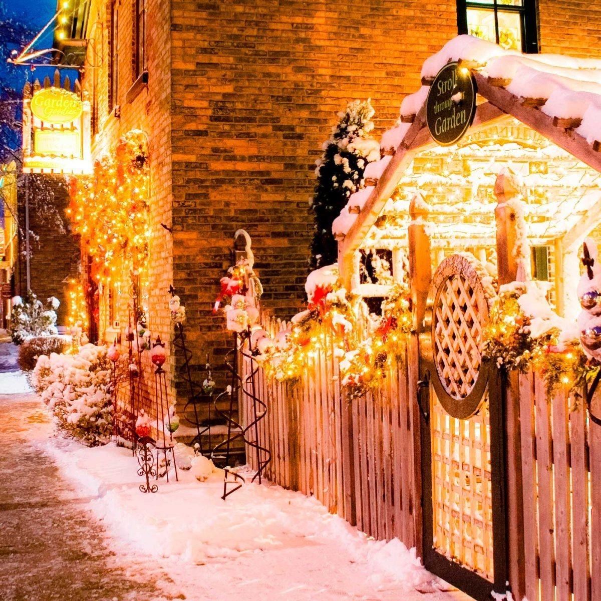 Christmas Towns.Christmas Towns With The Most Holiday Spirit Reader S Digest