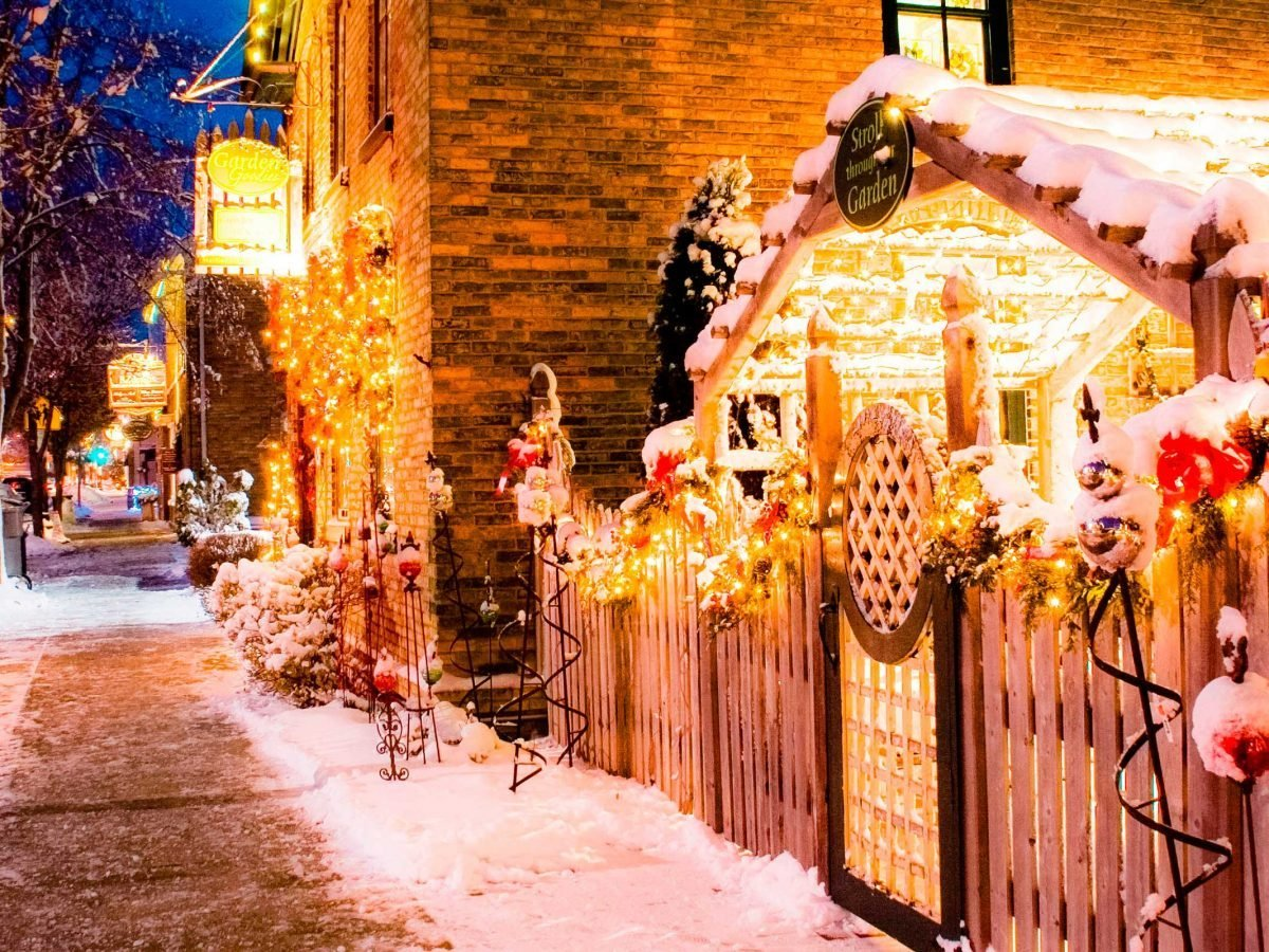 Christmas City.Christmas Towns With The Most Holiday Spirit Reader S Digest