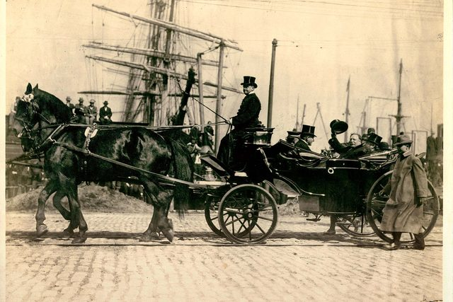03-wow-her-grandfather-carriage-driver-taft-hofheins2-remx