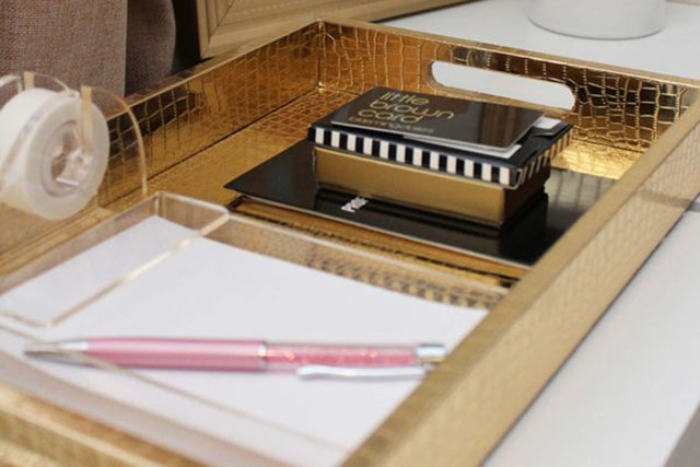 04-contain-clever-ways-organize-desk-living-in-color-print