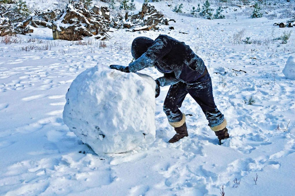 How to make a snowman without sticky snow wont stick