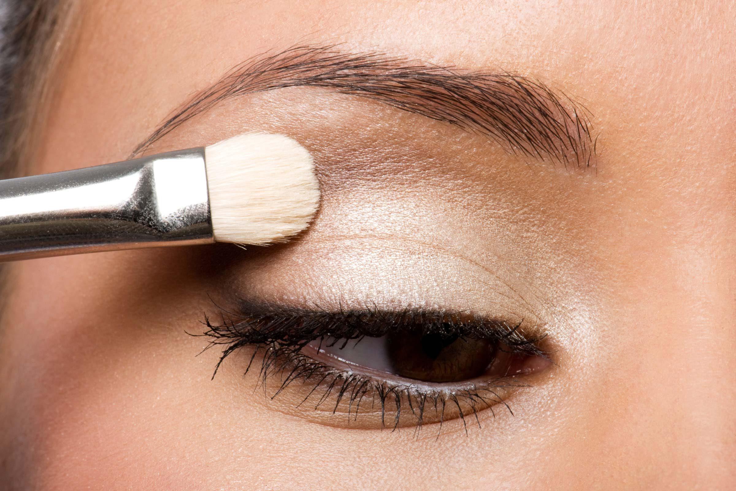Нанесение макияжа нависающее веко