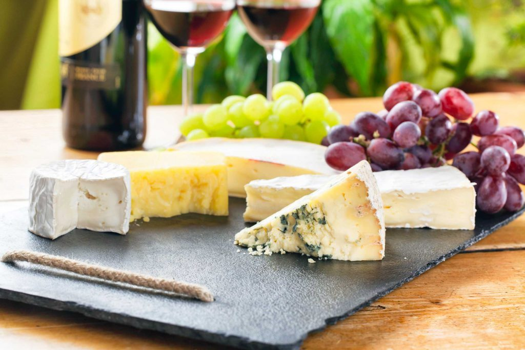our_ultimate_guide_throwing_succesfuly_wine_cheese_party_variety