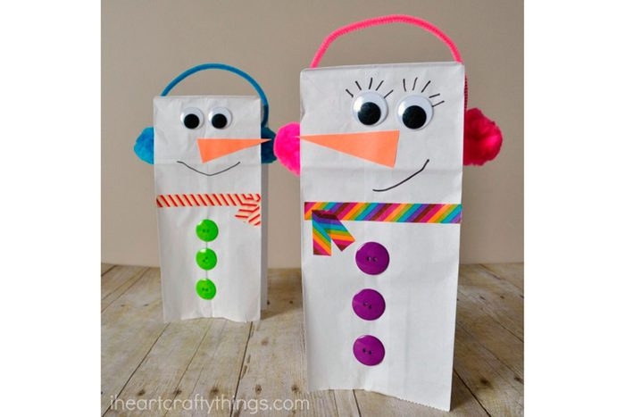 paper-bag-snowman-puppet-3-iheartcraftythings-com