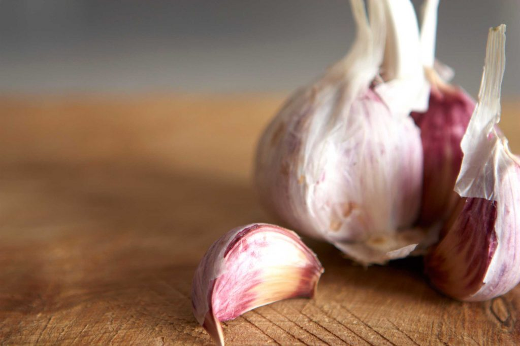 four-tricks-to-getting-that-garlic-smell-off-your-hands