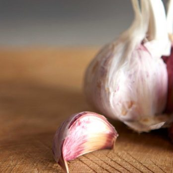 You Need These Tricks to Get That Garlic Smell Off Your Hands