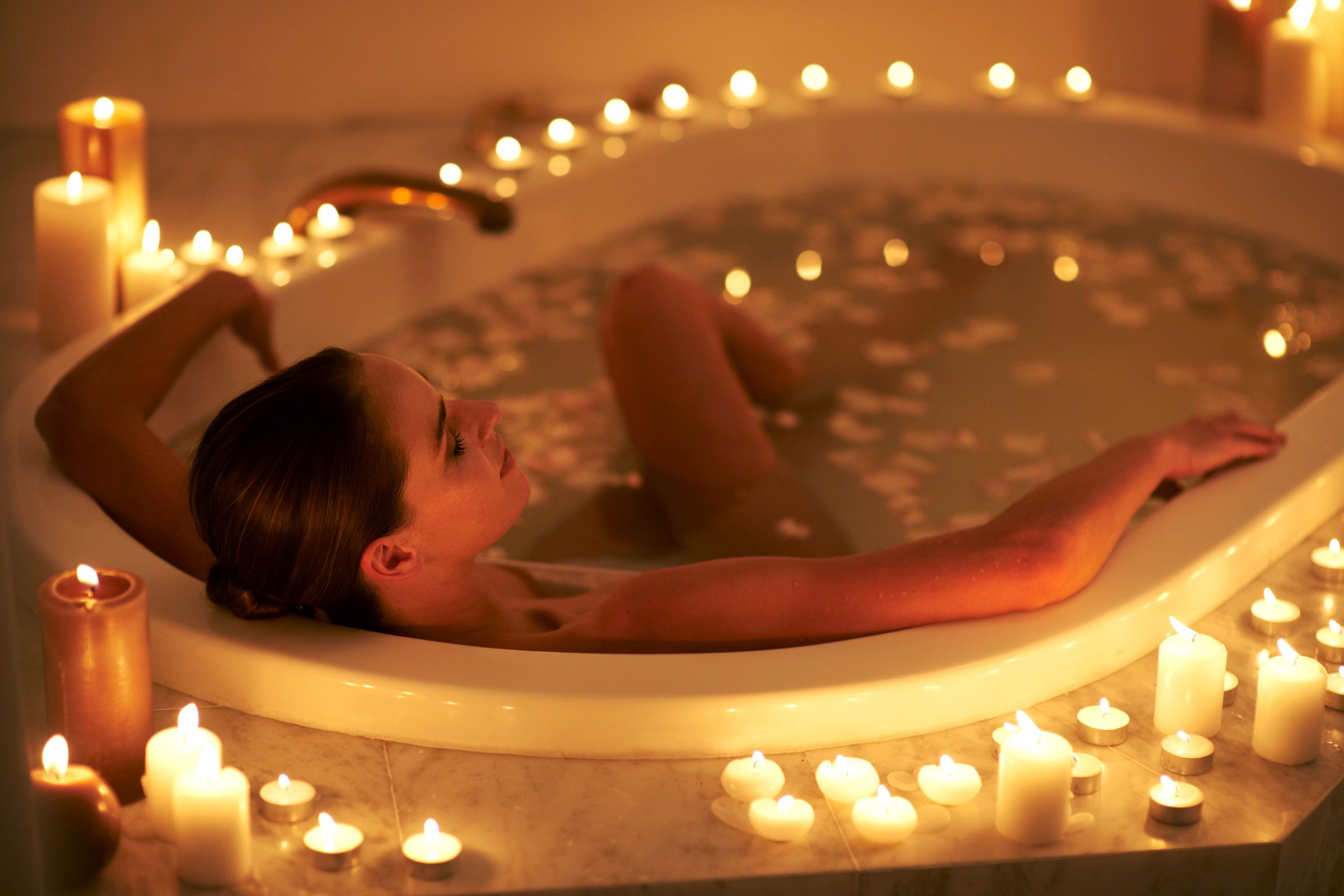 Benefits of Baths for Adults | Reader\'s Digest