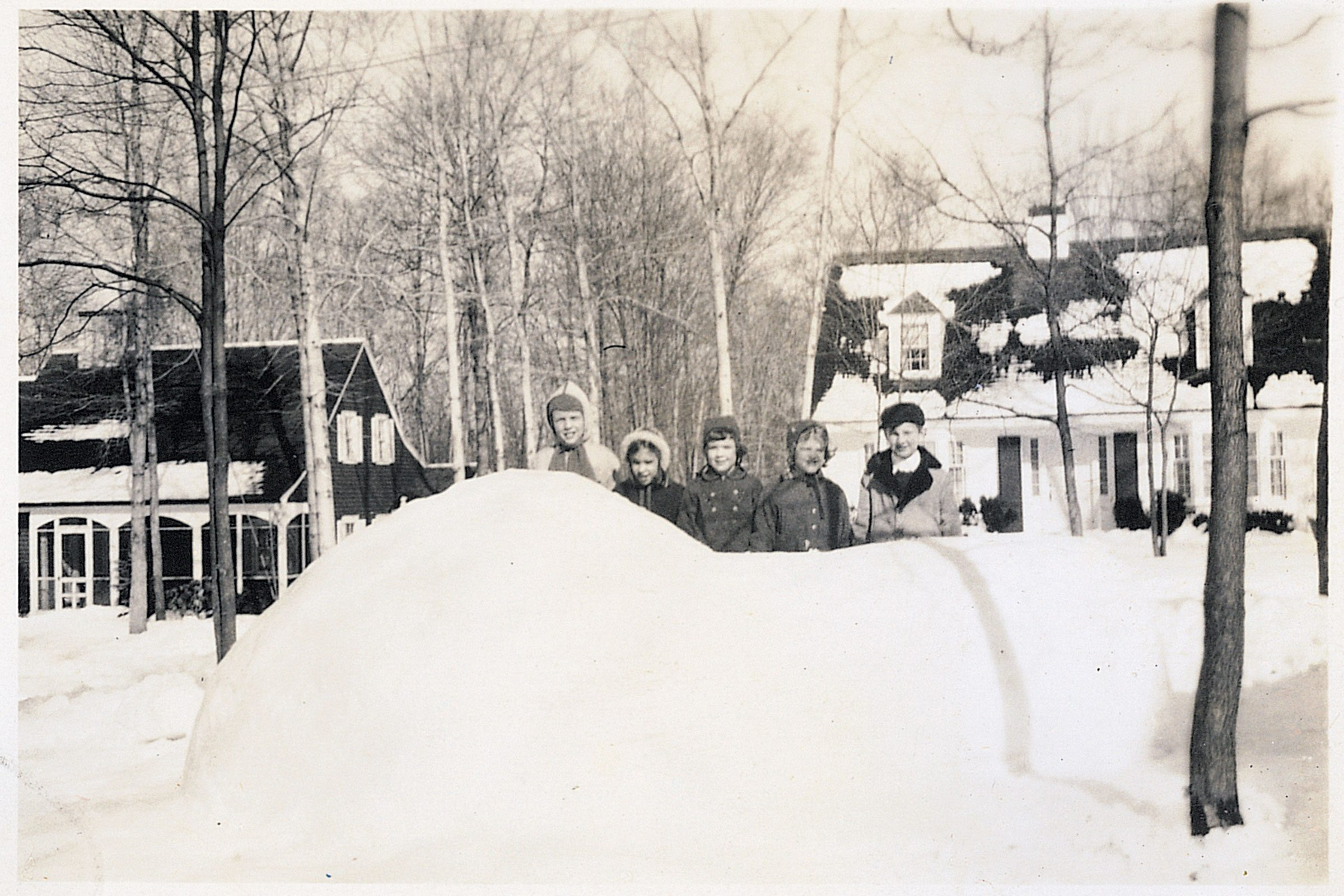 01-my-dad-built-an-incredible-igloo-that-the-whole-neighborhood-enjoyed