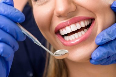 Dental health facts what dentists wish youd do readers digest istockluckybusinessif the splash of ice cold water against your pearly whites makes you wince or you can comfortably chew on only one side of your mouth solutioingenieria Images