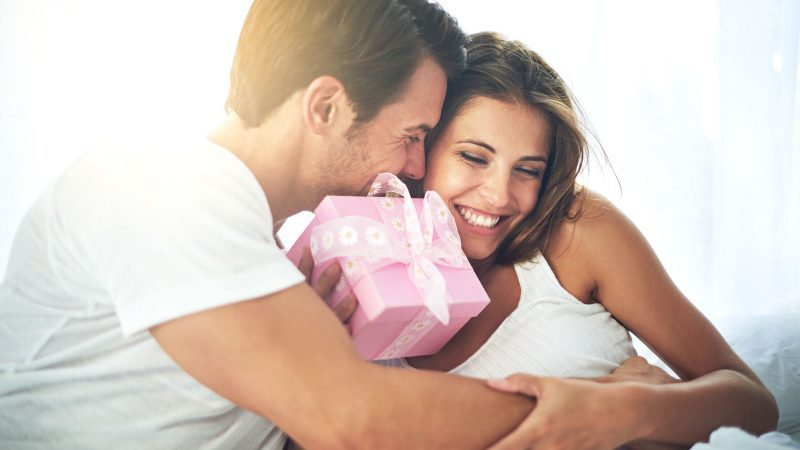 01-What's-The-Best-Valentine's-Gift,-According-To-Science