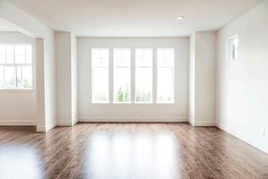 01-classic-do-you-need-to-paint-your-ceiling-white-175598293-RonTech2000