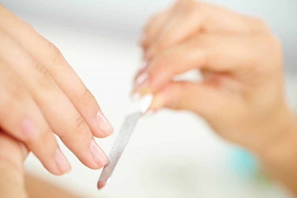01_nails_how_to_file_nails_break_peel