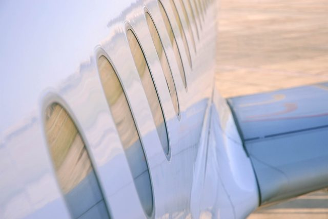 01_round_this_is_why_plane_windows_are_round