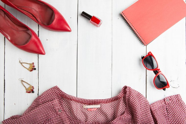 03-brighten-outfit-tricks-look-younger