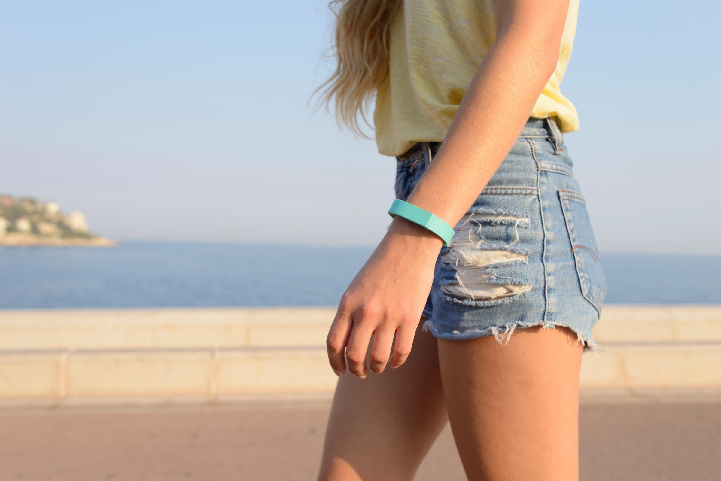03-pick-outfit-tricks-fake-longer-legs