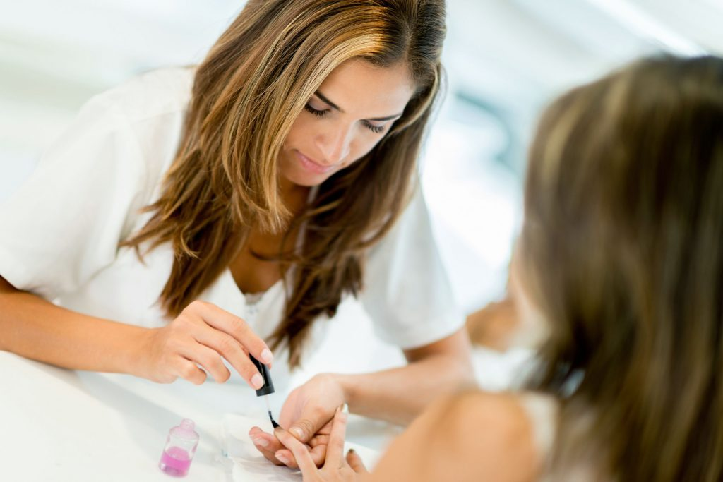 06-Craziest-Things-Hairdressers-and-Manicurists-Have-Seen-favorite