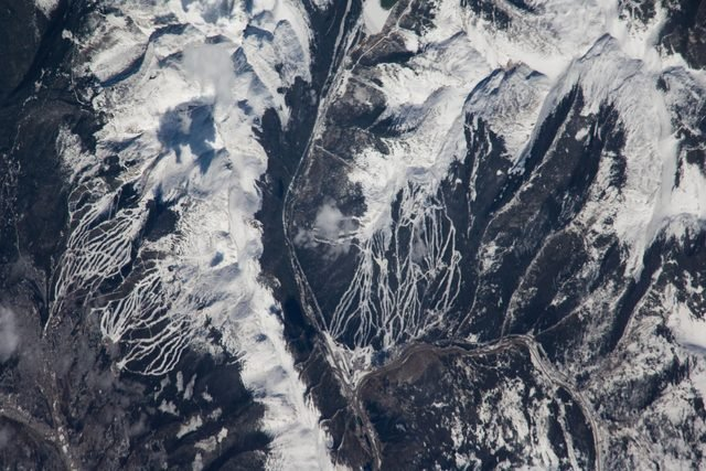 07-tendrils-heres-what-blizzard-looks-like-space