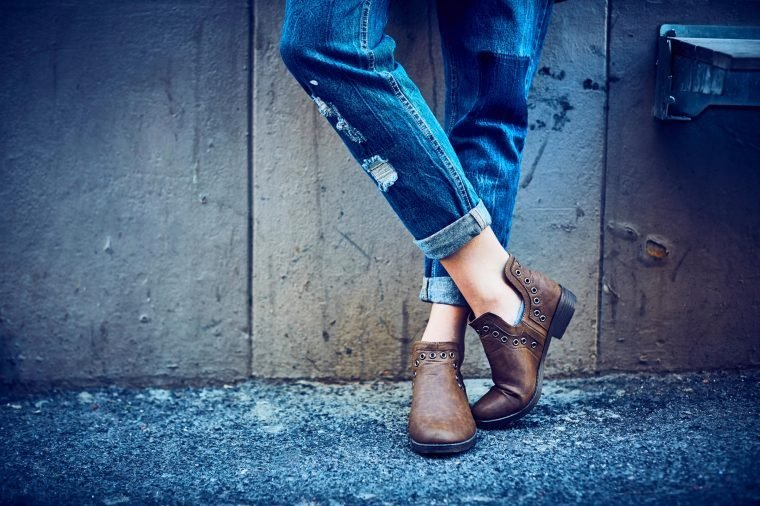 09-try-outfit-tricks-look-younger