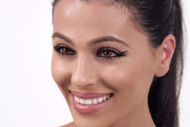 gorgeous-eyeliner-looks-beyond-basic-black-teni-panosian-2