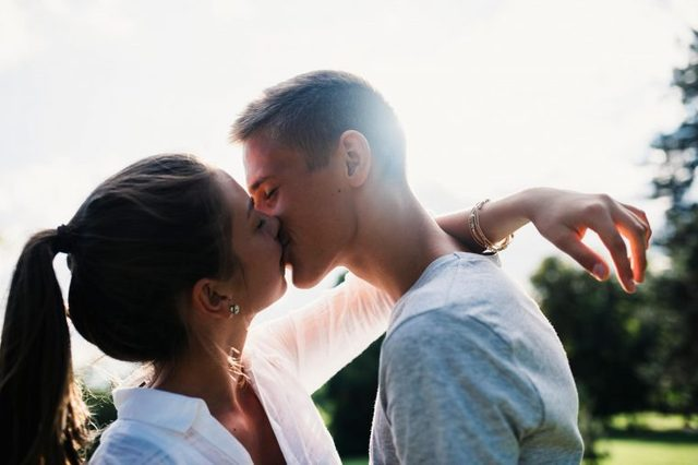 these-hilarious-first-kiss-stories-598060518-AzmanL