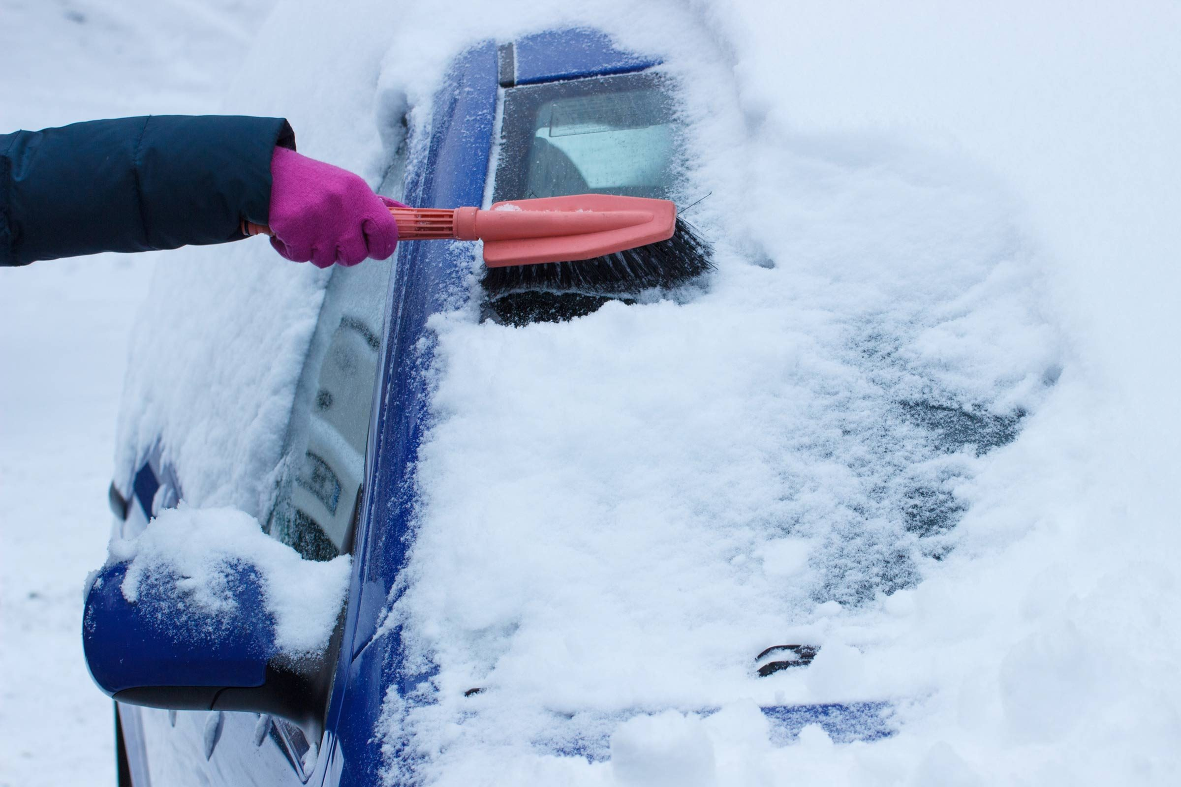How To Remove Snow From Your Car Quickly Reader S Digest