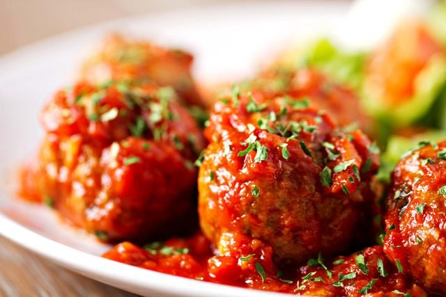A-Professional-Chef-Reveals-How-to-Make-the-Perfect-Italian-Meatball