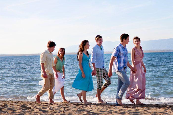 01-resort-wedding-dress-codes-explained-129300061-Henglein-and-Steets