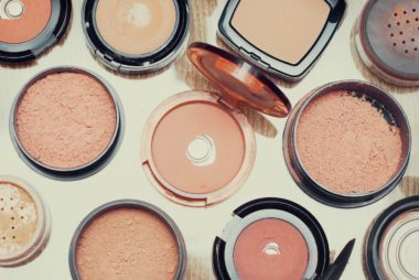 01_powders_tips_for_packing_beauty_