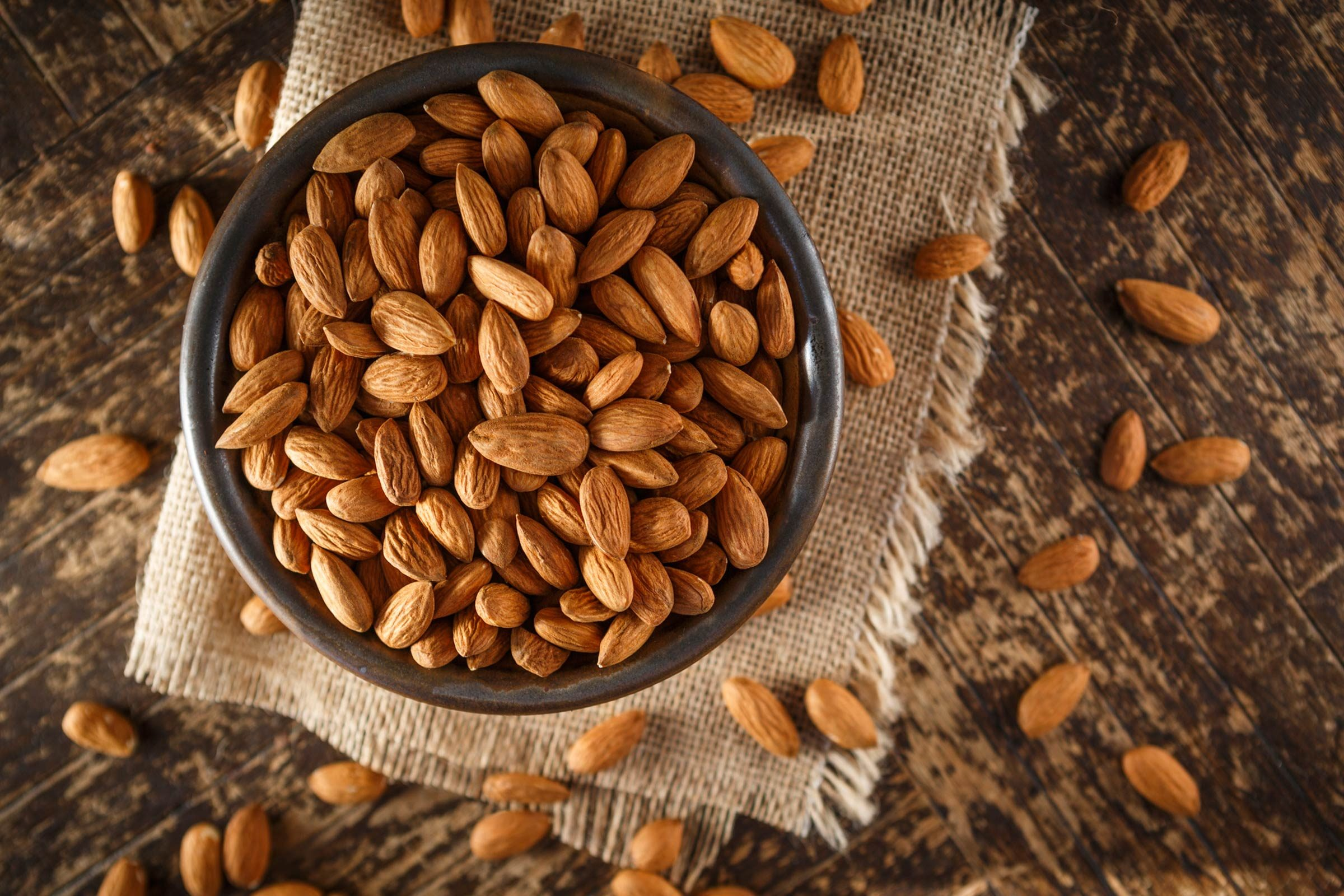 06_Almonds_Immune_boosting_foods