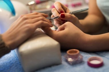07-possible-wary-Things-You-Should-Know-Before-Getting-a-Gel-Manicure-515523974-skynesher