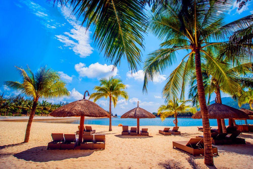 01-hawaii-happiest-states-280837100-Romaset