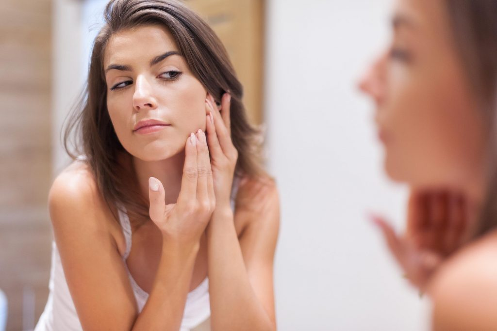 02-Everything-You-Need-to-Know-About-Hormonal-Acne-and-How-To-Clear-It-206204140-gpointstudio