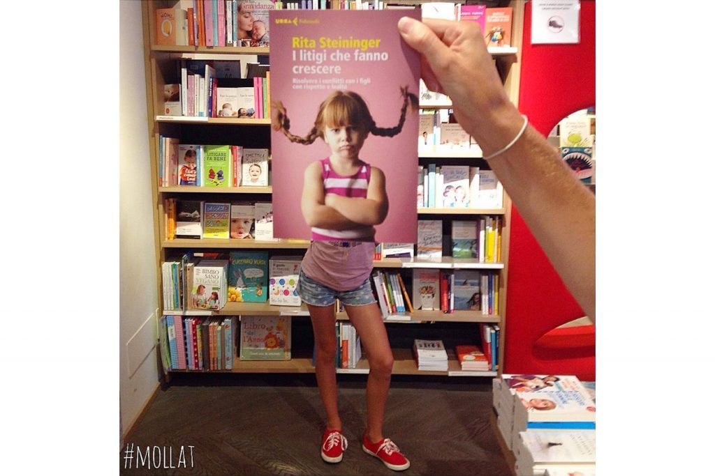 03-Here's-What-Happens-When-Bookstore-Employees-Get-Bored